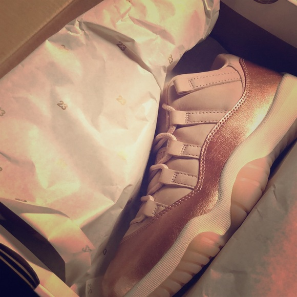 the best attitude 67c1b bfe23 Jordan 11 Rose Gold Size 7 in women's ( boys 5.5 ) NWT